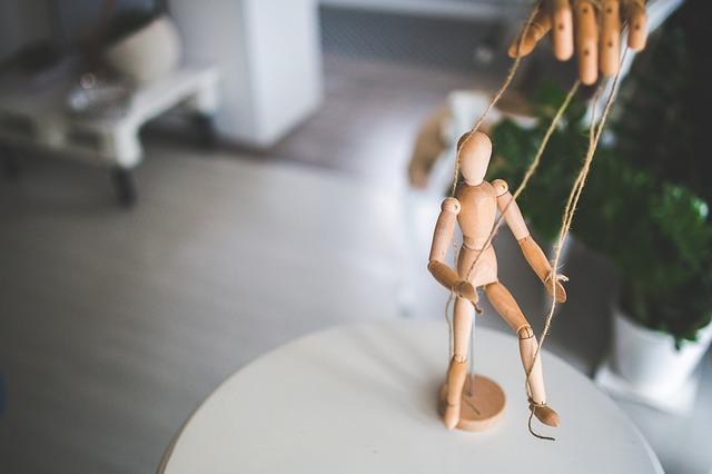 https://www.dhw-stb.de/wp-content/uploads/2020/03/wooden-mannequin-791720_640.jpg